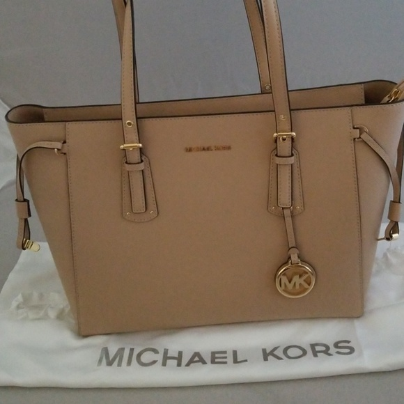 ed5644edfcff Michael Kors Bags | Voyager Md Mf Tz Tote Leather | Poshmark